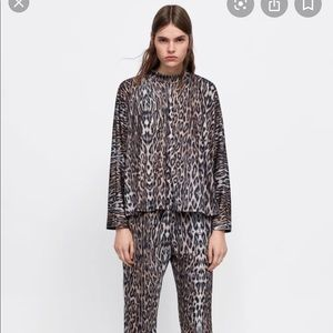 Zara• Mock Neck Long Sleeve Leopard Top